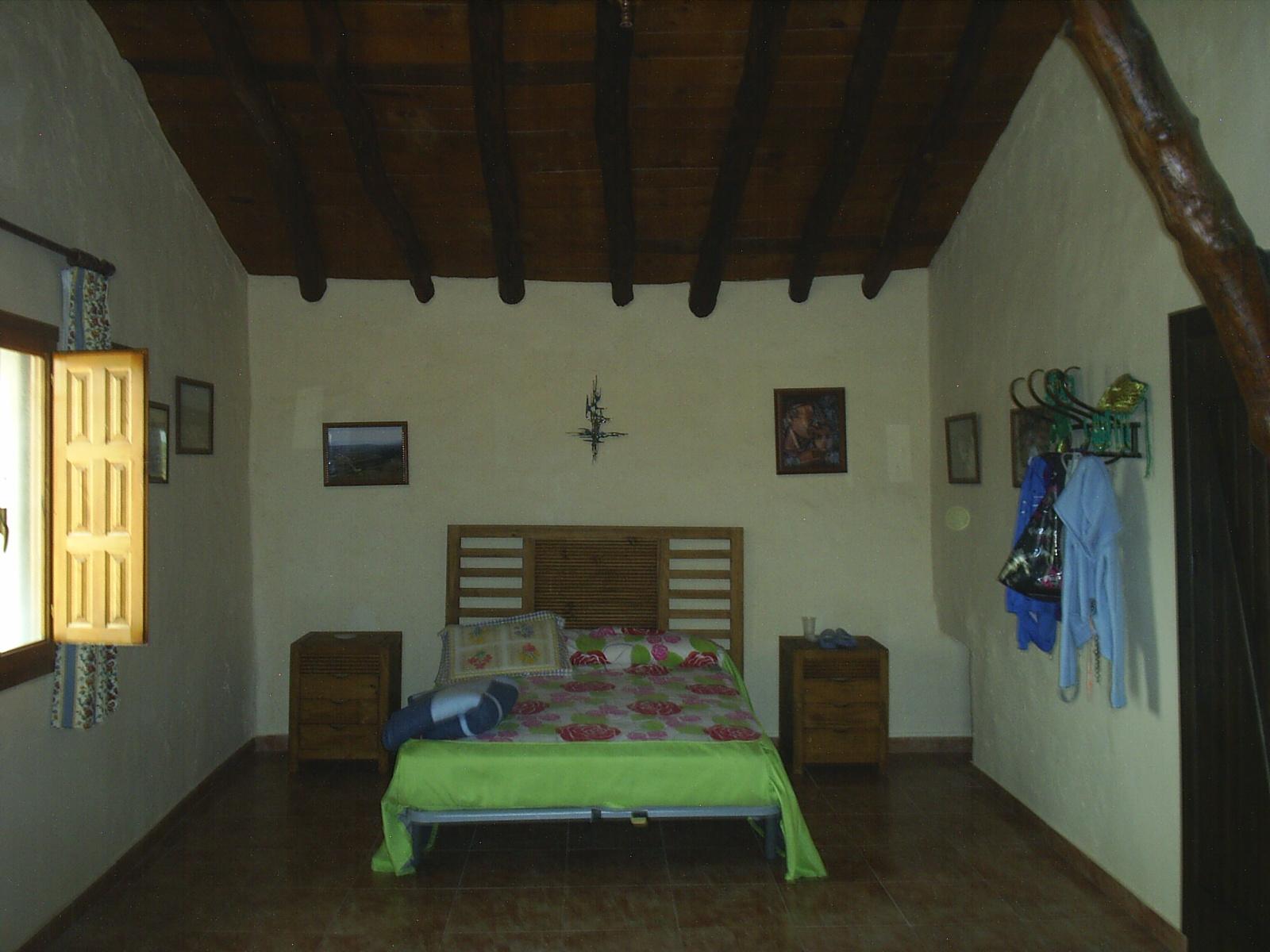 CHALET PARA VIVIR CERCA DEL AEROPUERTO DE ALICANTE Y EN YECLA