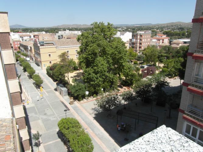 PISO ÁTICO CENTRICO EN EL JARDIN DE LAS PALOMAS Y EN YECLA